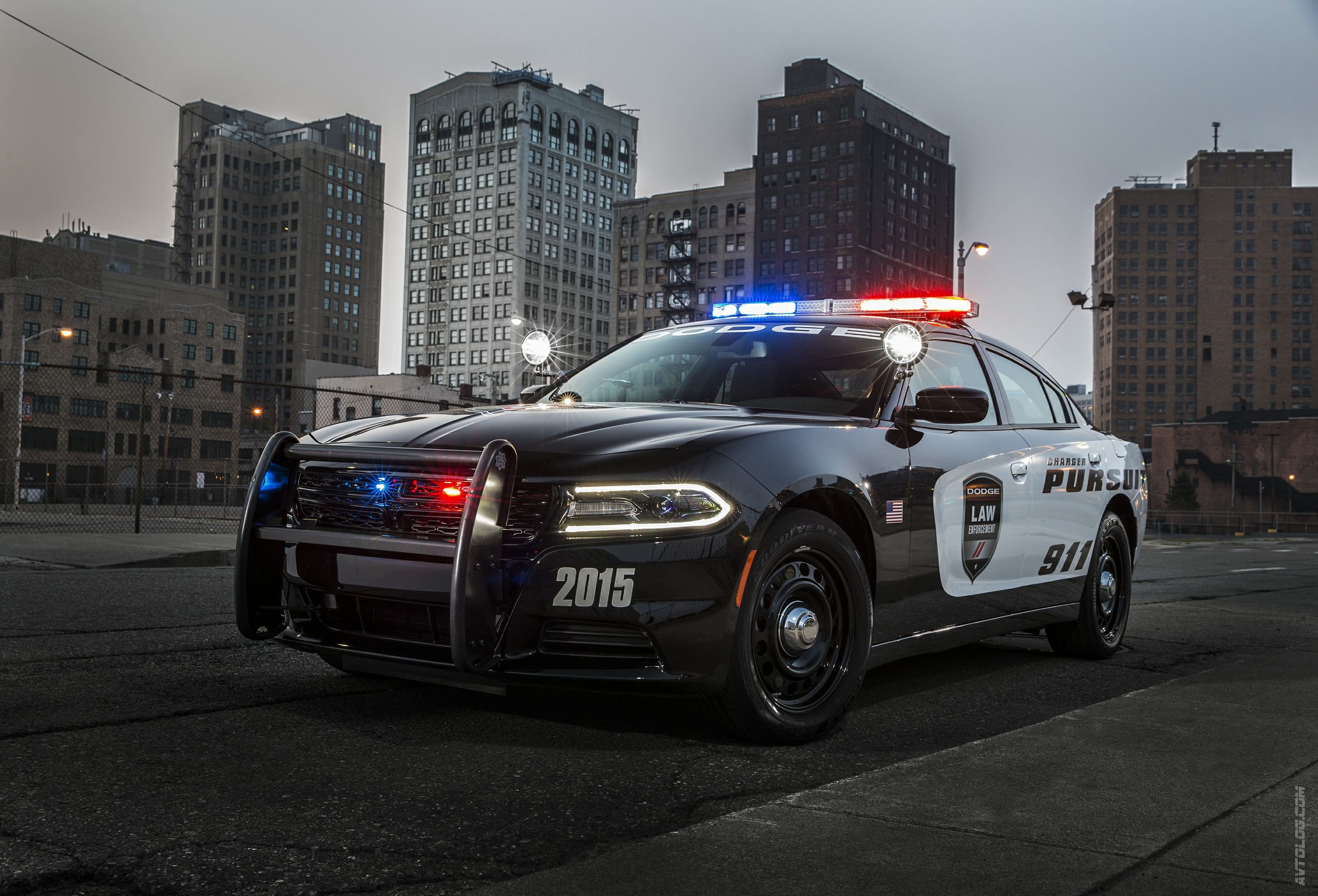 charger-pursuit-2015