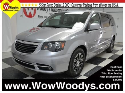 2014_Chrysler_Town___Country_S